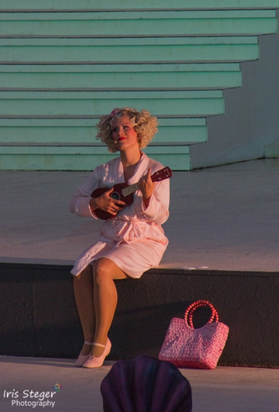 Marie-Anjes Lumpp als Sugar Kane