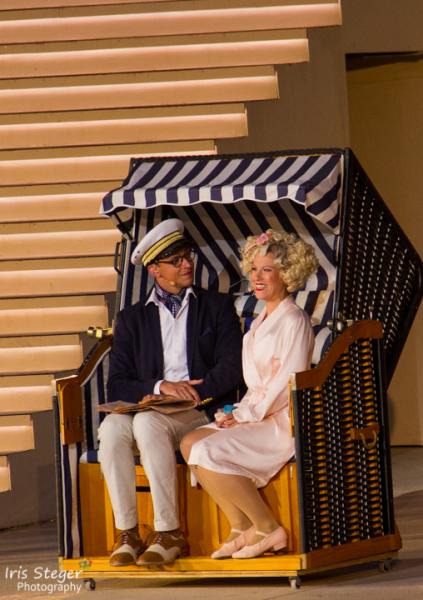 Marie-Anjes Lumpp als Sugar Kane und Maximilian Mann als Shell Jr.
