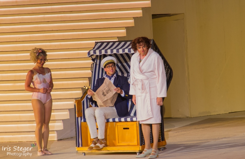 Marie-Anjes Lumpp als Sugar Kane, Maximilian Mann als Shell Jr. und Franz Frickel als Daphne
