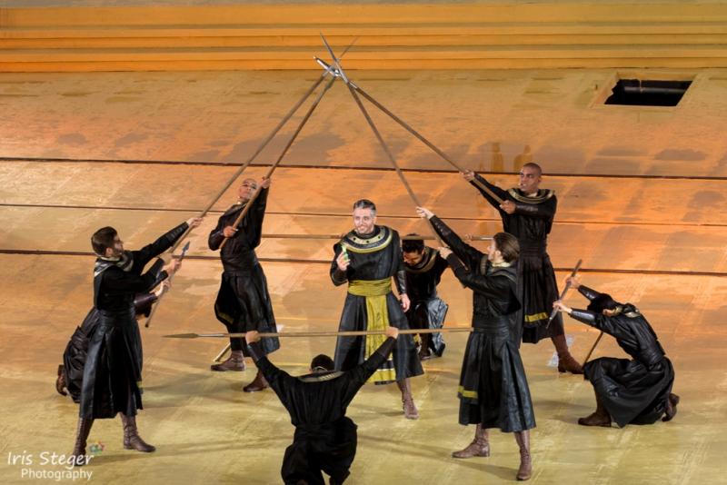 "Ensemble ""Aida"" mit Armin Kahl als Zoser"