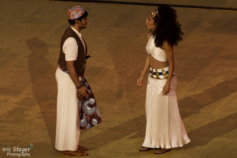 Manuel Lopez als Mereb mit Particia Meeden als Aida