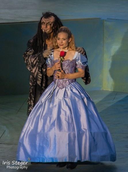 István Csiszár als Biest, Eveline Suter als Bella