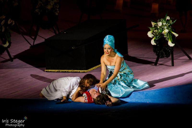 Iréna Flury (Julia), Dirk Johnston (Romeo) & Claudia Agar (Lady Montague)