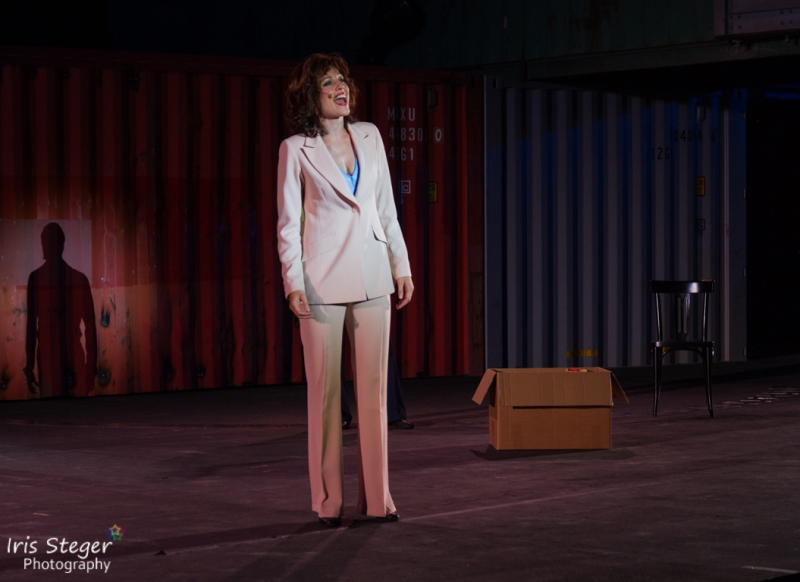 Nathalie Parsa als Stefanie Mangano
