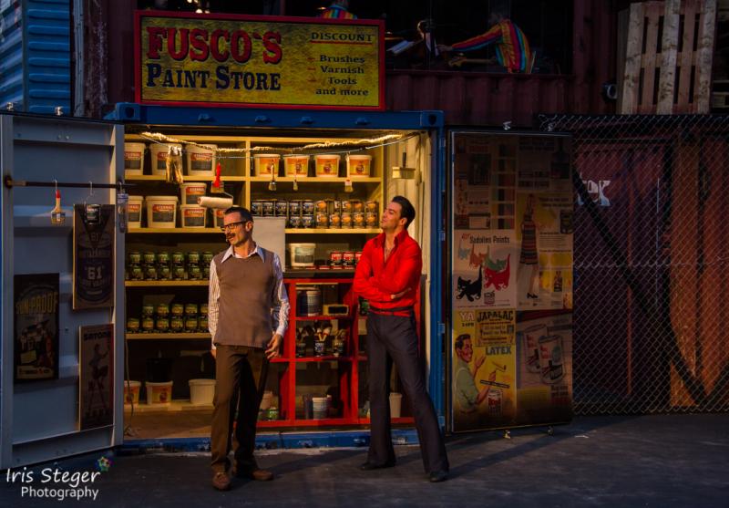 Wolfgang Schwingler als Fusco & Filippo Strocchi als Tony Manero