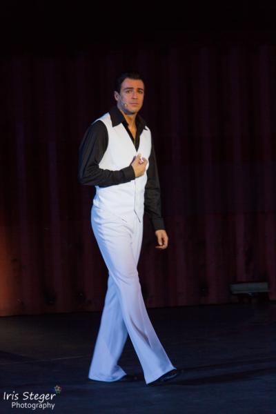 Filippo Strocchi als Tony Manero